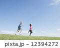 男女 ジョギング ランニングの写真 12394272
