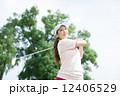ゴルフ スポーツ 女性の写真 12406529