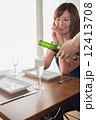 そそぐ 女性 カフェの写真 12413708