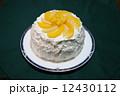 黄色と白の手作り桃ケーキ 12430112