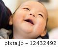 生後2ヶ月 赤ちゃん 笑顔 12432492