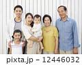 ファミリー 三世代 家族の写真 12446032