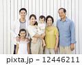 ファミリー 三世代 家族の写真 12446211