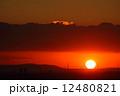 明石海峡大橋に沈む夕陽。 12480821