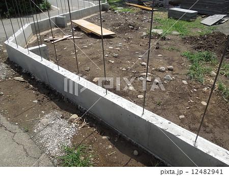 建築コンクリートブロック用の基礎 12482941