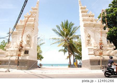 クタビーチの「割れ門」(クタ/バリ島・インドネシア) 12491266