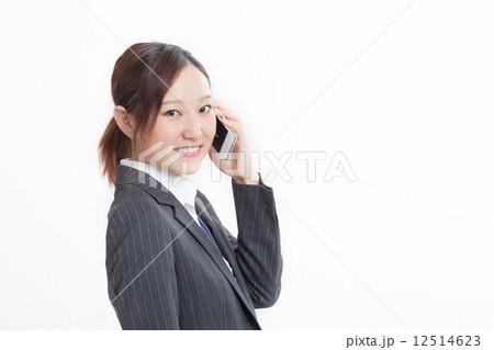 スーツ姿の可愛い女性 12514623