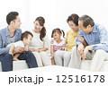 家族 シニア 三世代の写真 12516178