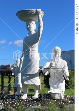 枕崎市 鰹節行商婦の像の写真素材 [12532957] - PIXTA
