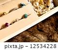 宝石箱と毛皮、冬、ジュエリーコレクション、室内 12534228