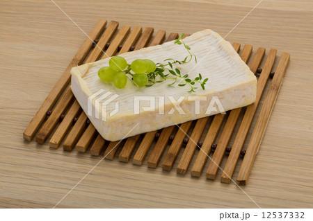 Brie cheeseの写真素材 [12537332] - PIXTA
