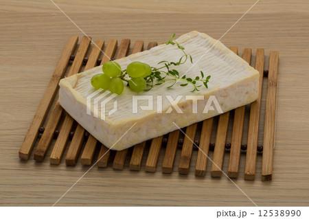 Brie cheeseの写真素材 [12538990] - PIXTA
