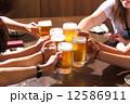 ビールで乾杯 12586911