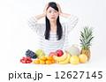 若い女性(果物) 12627145