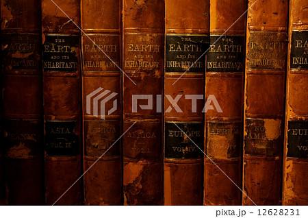 アンティーク革装本の背表紙 12628231
