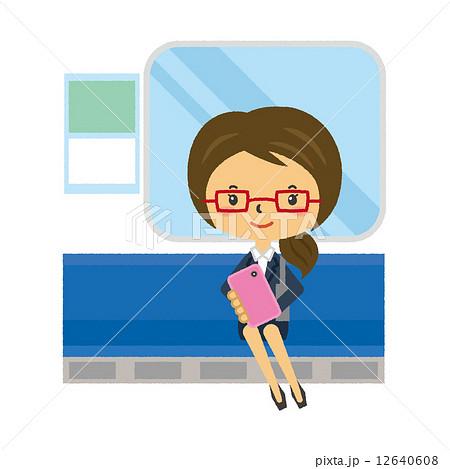 電車内でスマホを使う女性 12640608