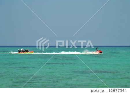 ジェットスキーとバナナボート 12677544