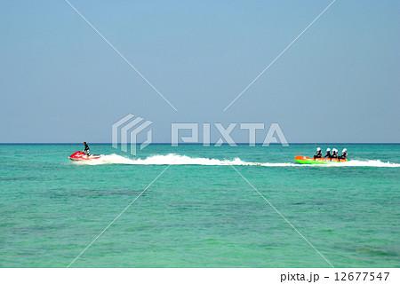 ジェットスキーとバナナボート 12677547