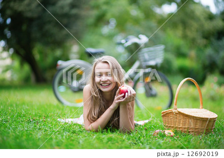 Young beautiful girl in the countrysideの写真素材 [12692019] - PIXTA