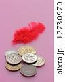 赤い羽根 募金 小銭の写真 12730970