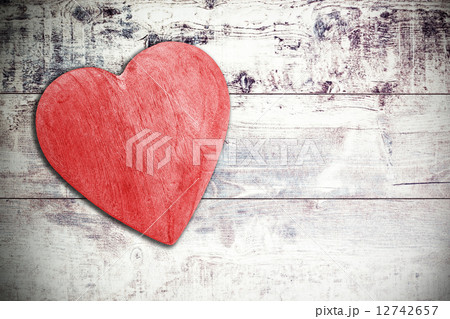Wooden red heart on timbered background, space for text.の写真素材 [12742657] - PIXTA