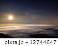 月夜の雲海と岩木山 12744647