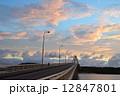 夕景 自動車道 県道の写真 12847801