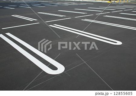 駐車場のライン  12855605