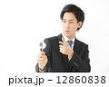 虫眼鏡・男性ビジネスマン 12860838