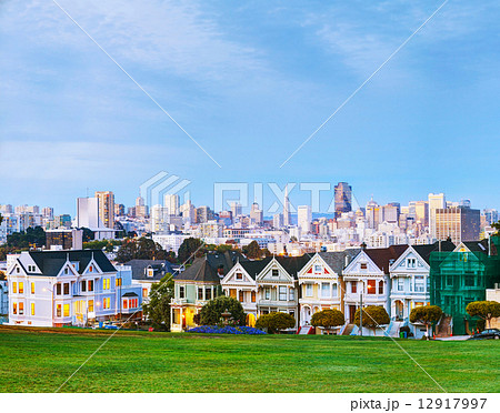 San Francisco cityscape as seen from Alamo square park 12917997