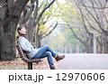人物 座る 秋の写真 12970606
