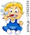 歯ブラシ ブラッシング 男の子のイラスト 12982454
