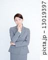 若いビジネスウーマン 13019397