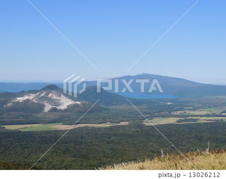 硫黄山と摩周湖 13026212