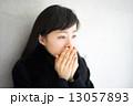 寒さ 冬 女性の写真 13057893