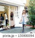 おしゃれ 女性 ショッピングのイラスト 13066094