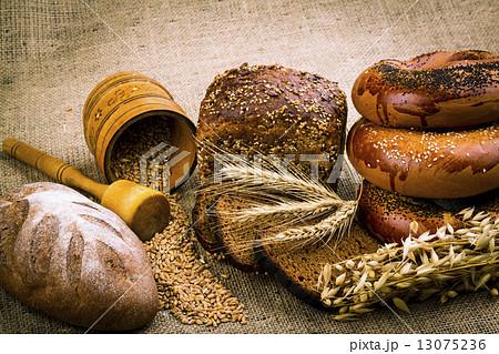 fresh white breadの写真素材 [13075236] - PIXTA