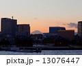 赤レンガ倉庫 シーバス 海の写真 13076447