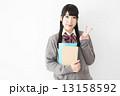 女子高生 ピース 人物の写真 13158592