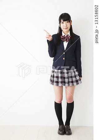 制服姿の女子高生 13158602