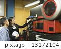 ビジネスウーマン 工作機械 説明の写真 13172104