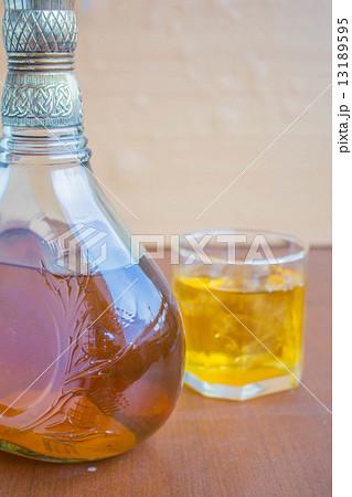 Bottle of whiskeyの写真素材 [13189595] - PIXTA