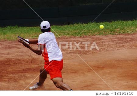 クレーコートでのテニス 13191310