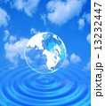 水面に浮く透明な地球 13232447