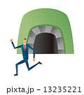 ビジネスマン トンネル 脱出 逃げる 13235221