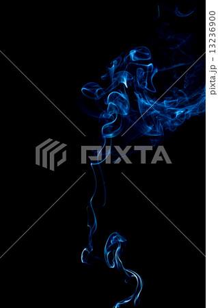 blue smoke rings on black backgroundの写真素材 [13236900] - PIXTA
