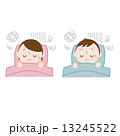 布団で眠る男女 不眠 眠れない 13245522