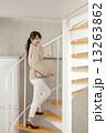 女性 階段 ビジネスの写真 13263862