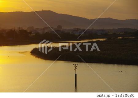 夕暮れの倉敷川下流風景 13320630