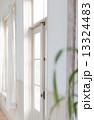 窓枠 窓辺 窓の写真 13324483